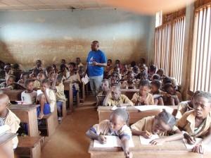 学校教育;半数以上が先住民の子供である © WCS Congo
