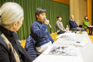 講演会「福島から考える未来」で話す木村紀夫氏と聞き手の渡辺一枝氏。3月1日 南相馬市
