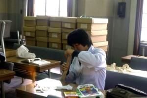 人骨を使い卒業研究をしていた30年前の筆者©西原智昭