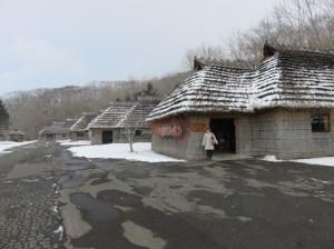 民族博物館でのアイヌの伝統的家屋©西原智昭