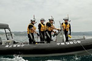 海猿と呼ばれてるが、海上保安庁の保安官。キツい訓練と格闘技を身につけてる。乗っているゴムボートはエンジン2機の高性能だ。