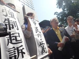 2015年7月31日 東京地裁前で