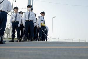徐々に、警官達が集合し始める。
