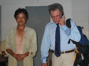 マイク・フェイ(右)と筆者(左)。2003年当時©西原智昭