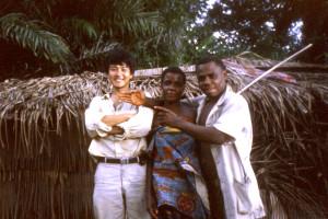 ボマサ村で筆者と先住民;プロジェクトの人事は楽しいことではない©西原智昭