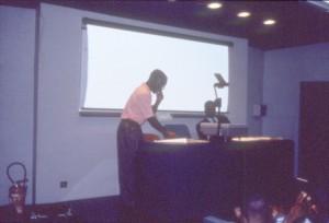 セミナーで発表するコンゴ人研究者©西原智昭
