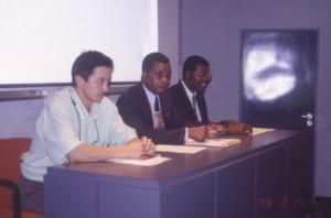 コンゴ人研修者のためのセミナー時の司会(左手は著者)©西原智昭