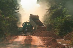 木材搬出道路の工事現場©西原智昭