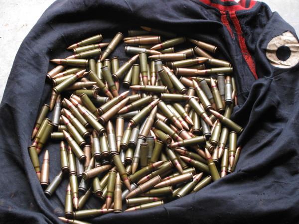 写真235:自動小銃(AK47)の銃弾。コンゴ共和国北東部伐採区内のパトロール隊が密猟者から押収したもの©Jean-Claude Dengui