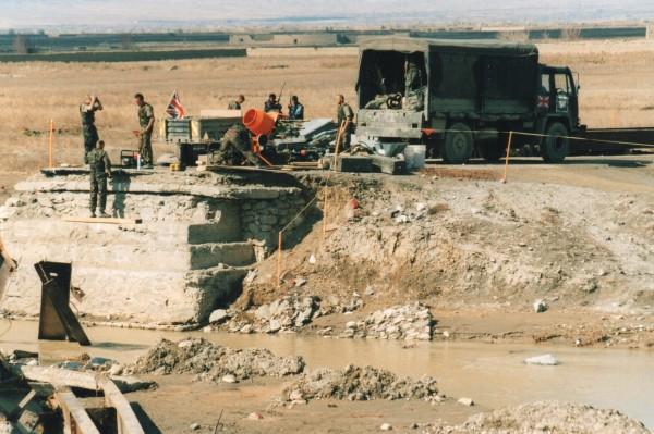 アフガニスタン2002年 カブール市内のイギリス人 政府と敵対勢力との区別は付け難い