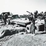 写真1:ベトナム1965年 政府軍の補給部隊が反政府軍の攻撃を受けた
