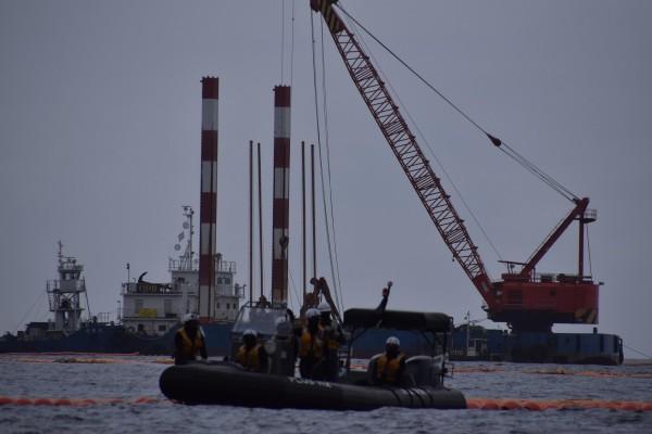 沖縄2015年 民意を顧みず辺野古沖の埋め立て工事を進める政府